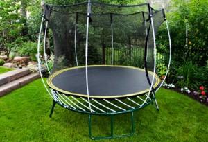 s-amuser-sur-un-trampoline