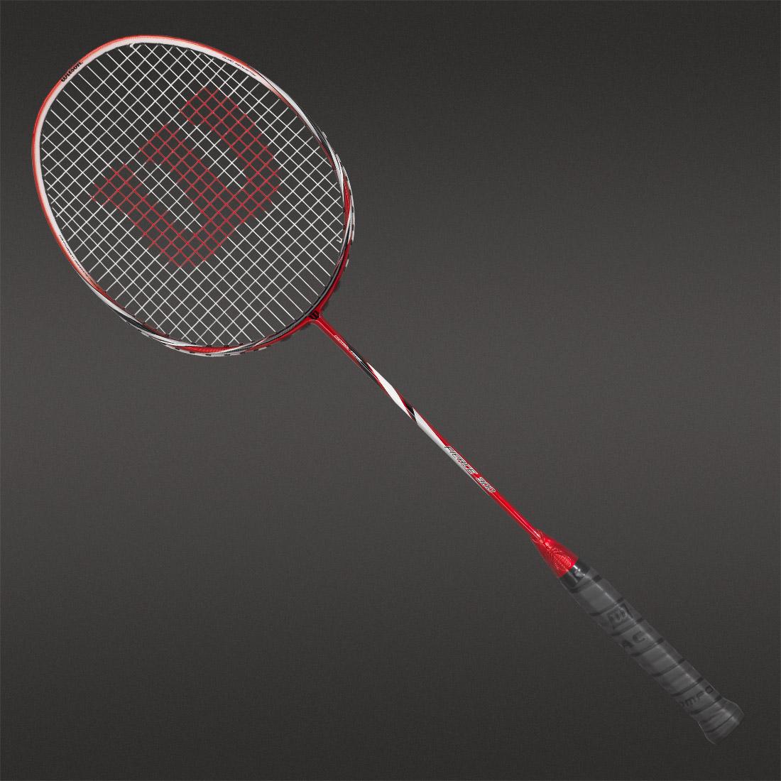 f75063a27 Associez-la à une bonne paire de chaussures de badminton Wilson et vous  aurez un meilleur compromis entre puissance