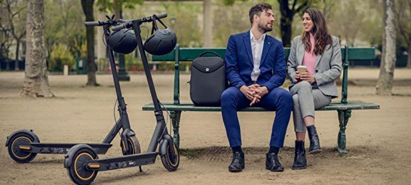 Couple avec des Trottinettes électriques Segway G30 350W